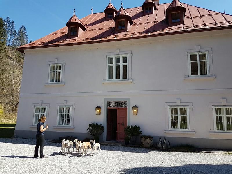 Gruppenfoto vor dem Haupthaus