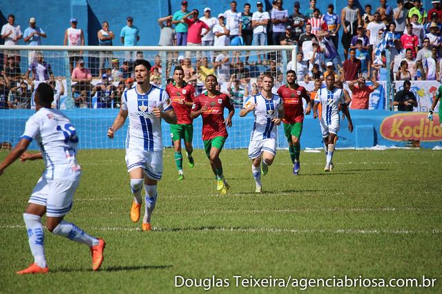 Lance da partida Olímpia 3 x 1 Portuguesa Santista, disputada no estádio Tereza Breda, em Olímpia. O resultado deixou a Briosa fora das semifinais do Paulistão A3
