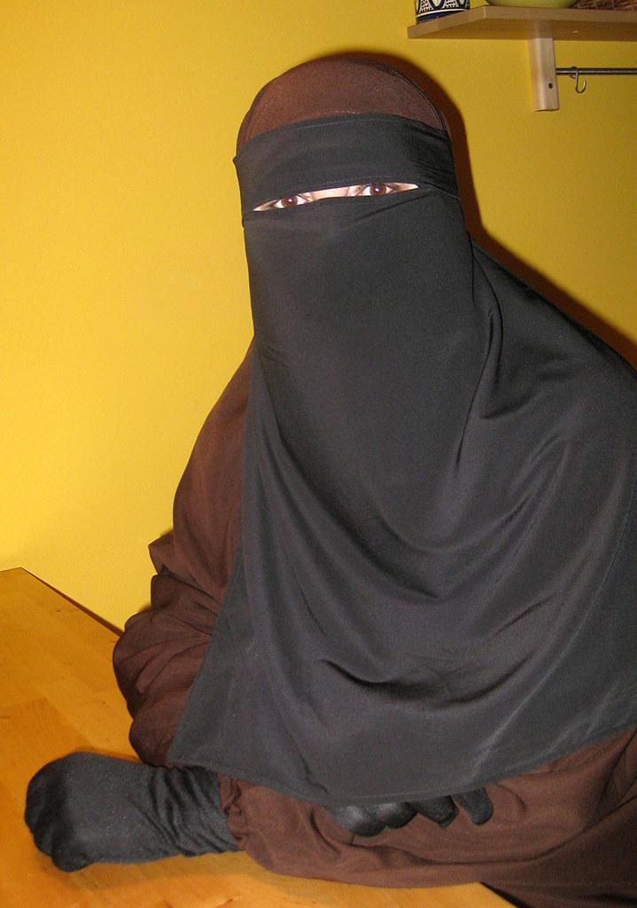 yellowwall2 brown chador black niqab and yellow wall