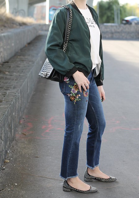 embroidered-jeans-and-bomber-jacket-details-wiebkembg