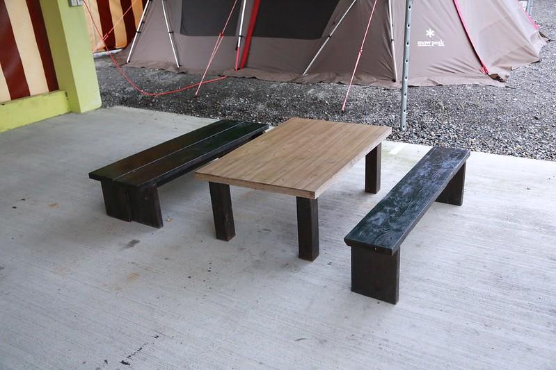 營區提供的桌椅