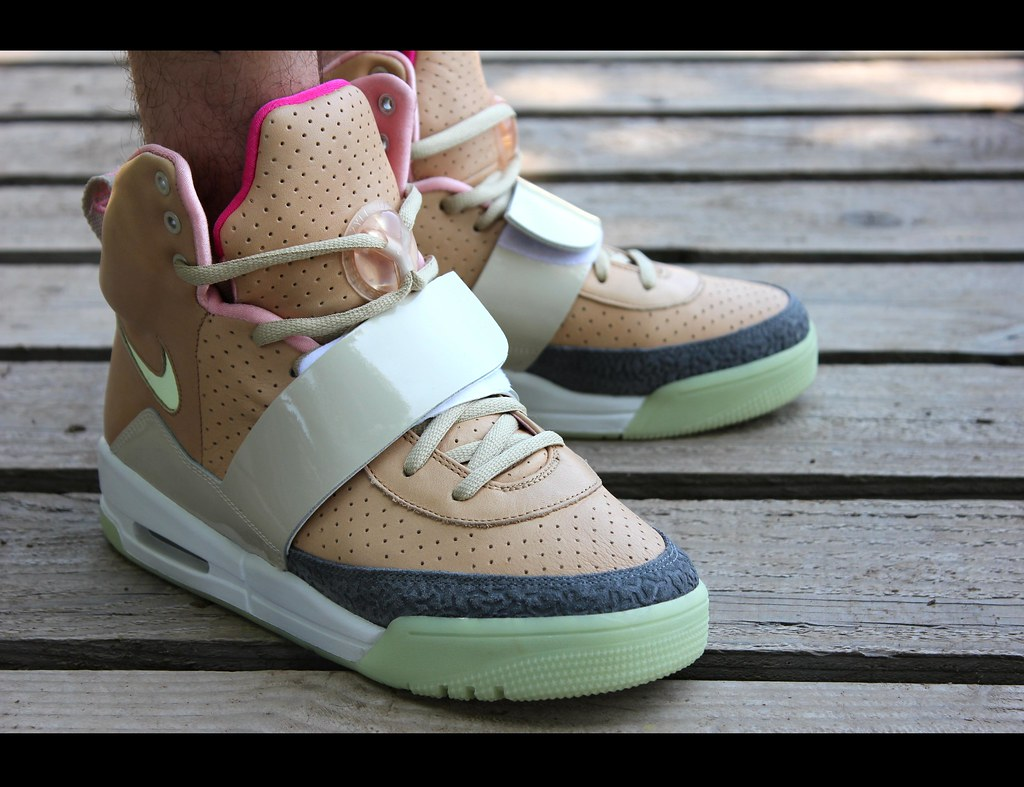 Yeezy 1 Tan | More here : my-kicks.blogspot.fr/2013/07 ...