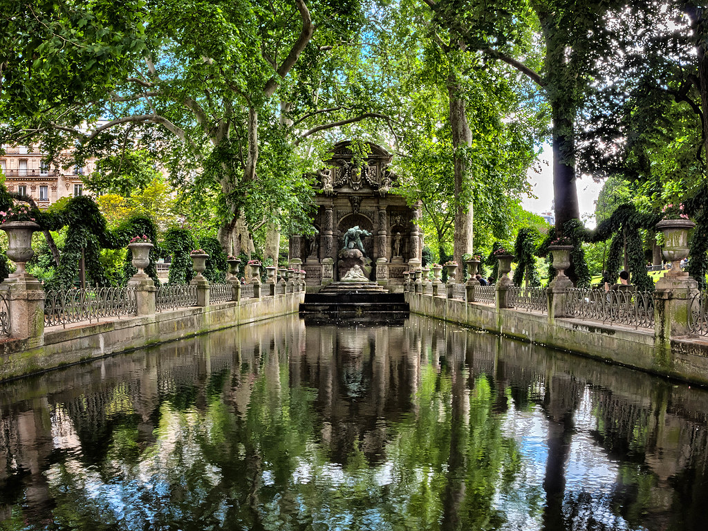 The medici fountain the medici fountain in the luxembourg flickr for Hotels near luxembourg gardens