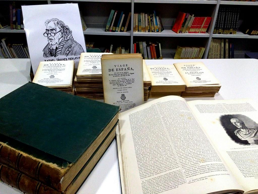 Rafael Sánchez Ferlosio dona a la biblioteca municipal de Coria dos colecciones de libros antiguos de gran valor