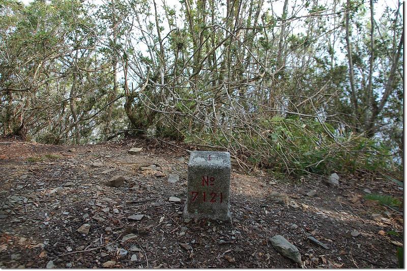 朗吾呂山三等三角點(# 7121 Elev. 1610 m) 1