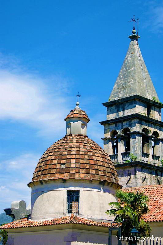 Купол церкви и колокольня