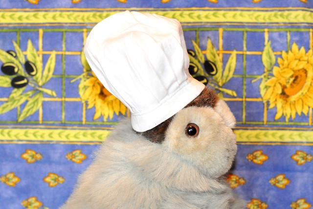 Chefköchin Karla Kunstwadl erfüllt die Sehnsucht nach südlichen Küchen_Mit Knoblauch, Zwiebeln und Kräutern gefüllte Tintenfischtuben mit Tomatenhirse ... Foto: Brigitte Stolle, Mannheim