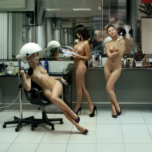 фото голая в парикмахерской