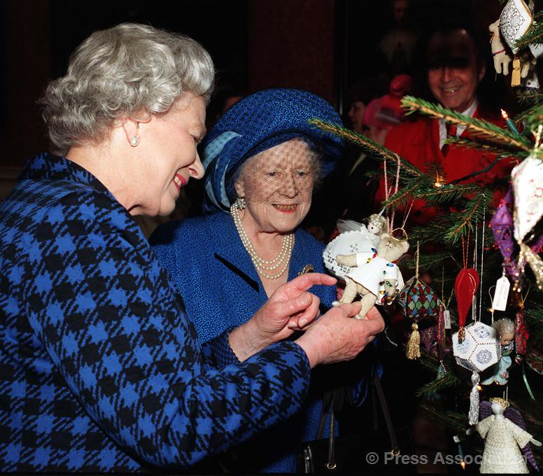the queen and the queen mother admire decorations on a christmas tree by the british - Queen Christmas Decorations