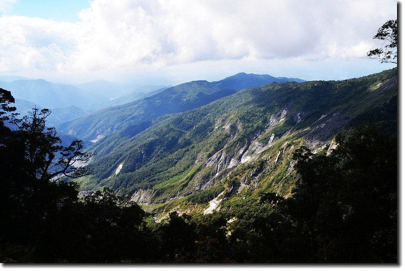 北大武山登山步道西眺大坍方處