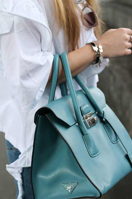 jeans-with-pearls-details-prada-bag-wiebkembg