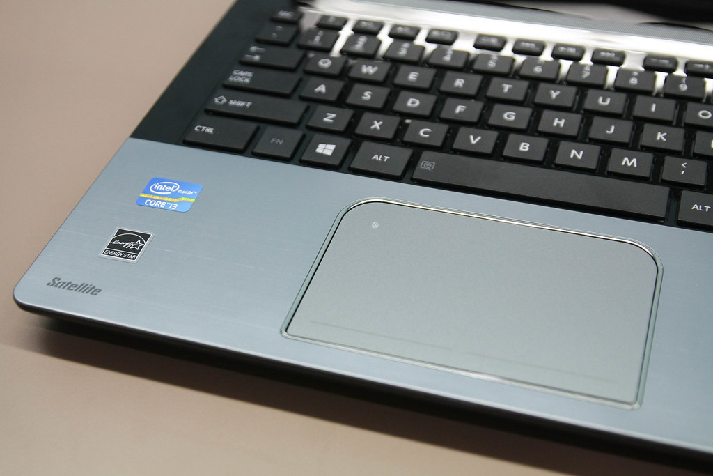 Toshiba Satellite S40t laptop - large trackpad | Toshiba Sat… | Flickr