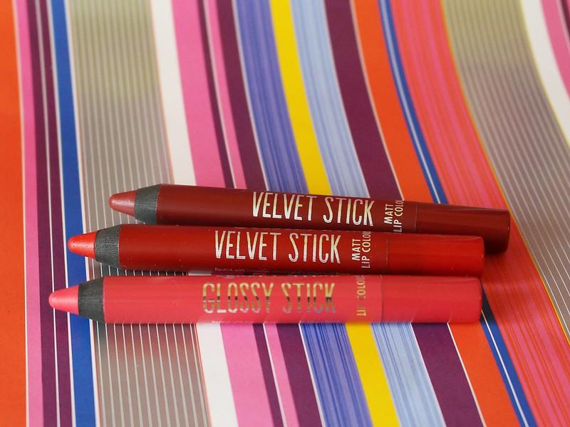 Essence Velvet Stick Glossy Stick