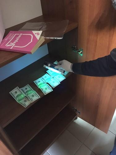 СБУ затримала на хабарі одного з керівників Одеської митниці