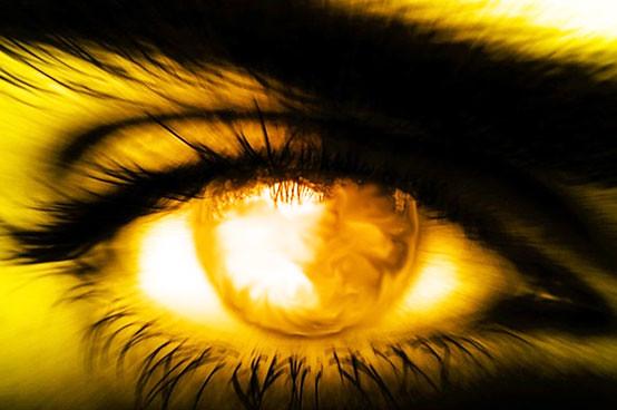 sun-gazing-eye