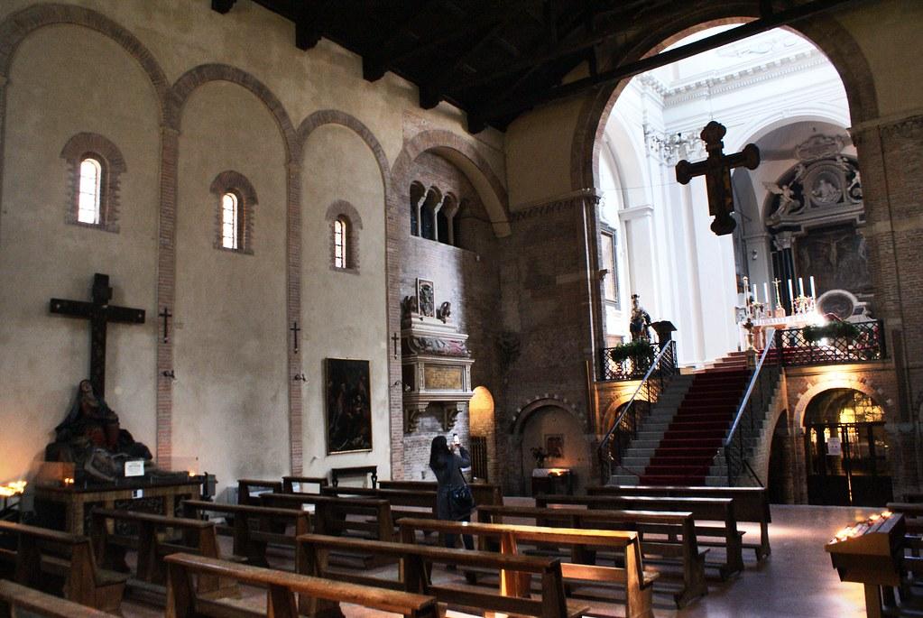 Intérieur de la Basilique Santo Stefano à Bologne.