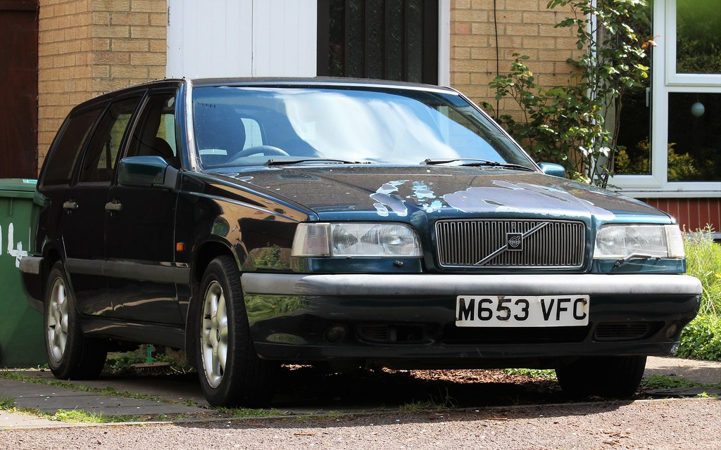 M653 VFC   1995 Volvo 850 GLT 2.5 auto estate.   Nivek.Old.Gold   Flickr
