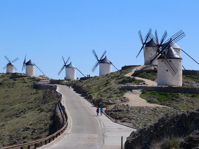 Molinos de Consuegra en Cerro Calderico (Ruta de Don Quijote de La Mancha en coche)