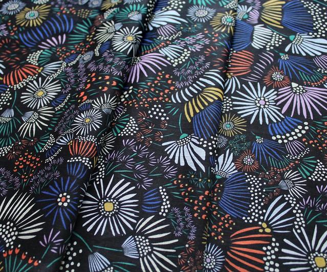 Cloud9 Fabrics Floret 162799 Evening Asters Black