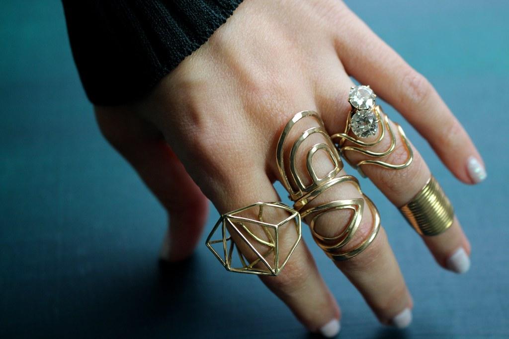 Finger Frill | Gem Gossip