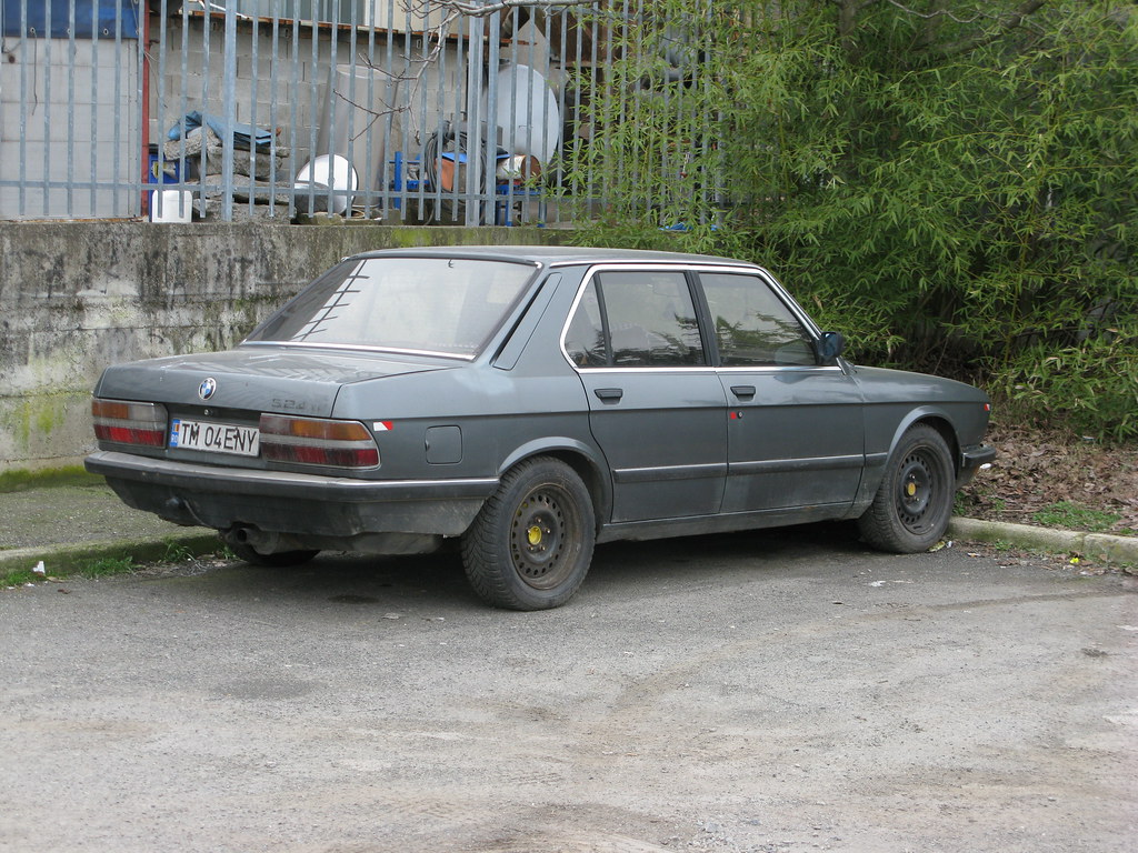old bmw 524 td e28 an old and rusty bmw 524 td series. Black Bedroom Furniture Sets. Home Design Ideas