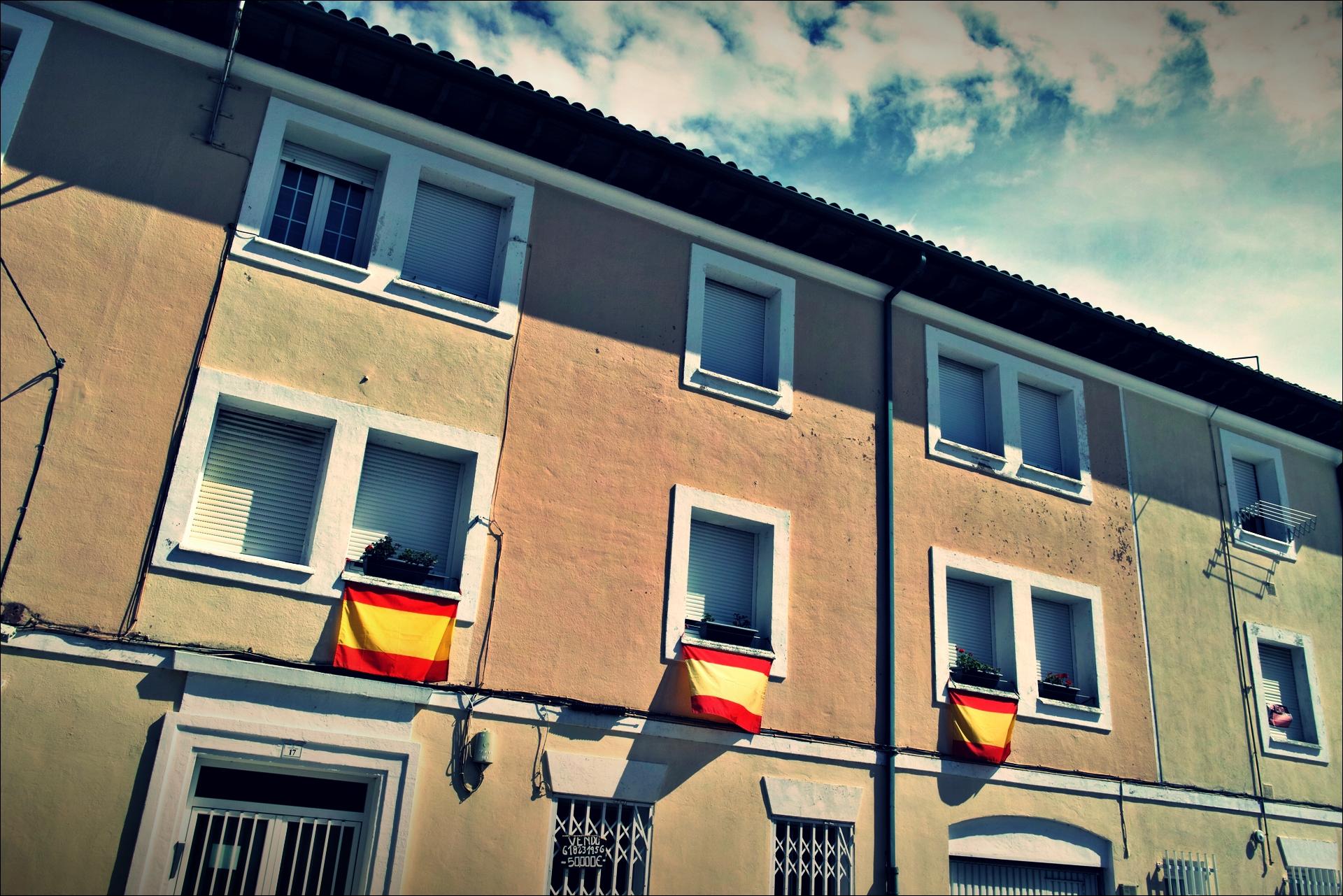 스페인 국기-'카미노 데 산티아고 북쪽길. 리엔도에서 산토냐. (Camino del Norte - Liendo to Santoña) '