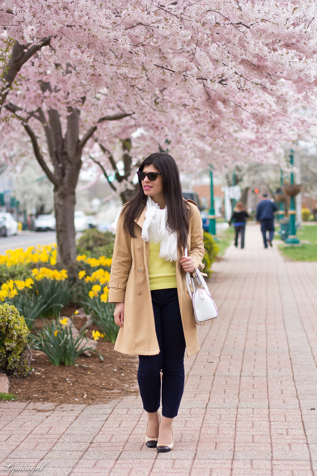yellow sweater, navy pants, trench coat, toe cap pumps.jpg