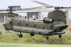 ZD575 - 1984 build Boeing-Vertol Chinook HC.4, setting down at Barton for a hot re-fuel
