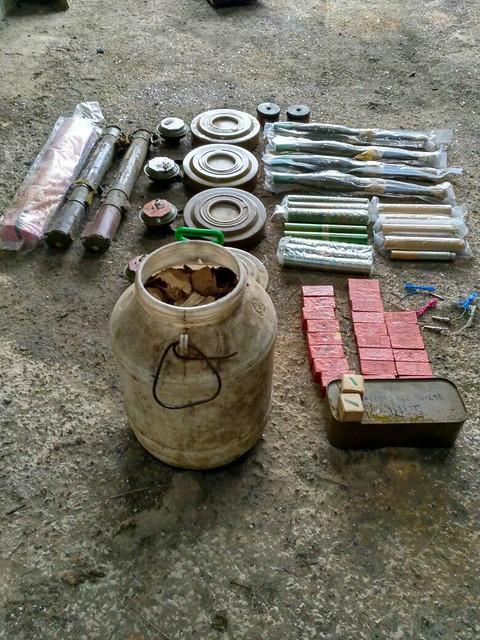 СБУ виявила у районі АТО схрон з мінами, вибухівкою та протитанковими гранатометами