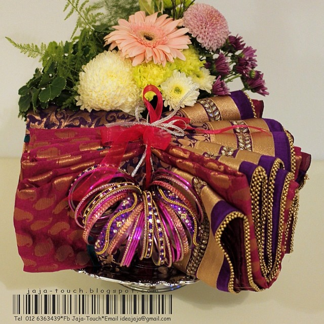 Good Wedding Gifts For Indian Bride : hantaran #giftfavor #gift-tray #wedding #indian #engagement #sari # ...
