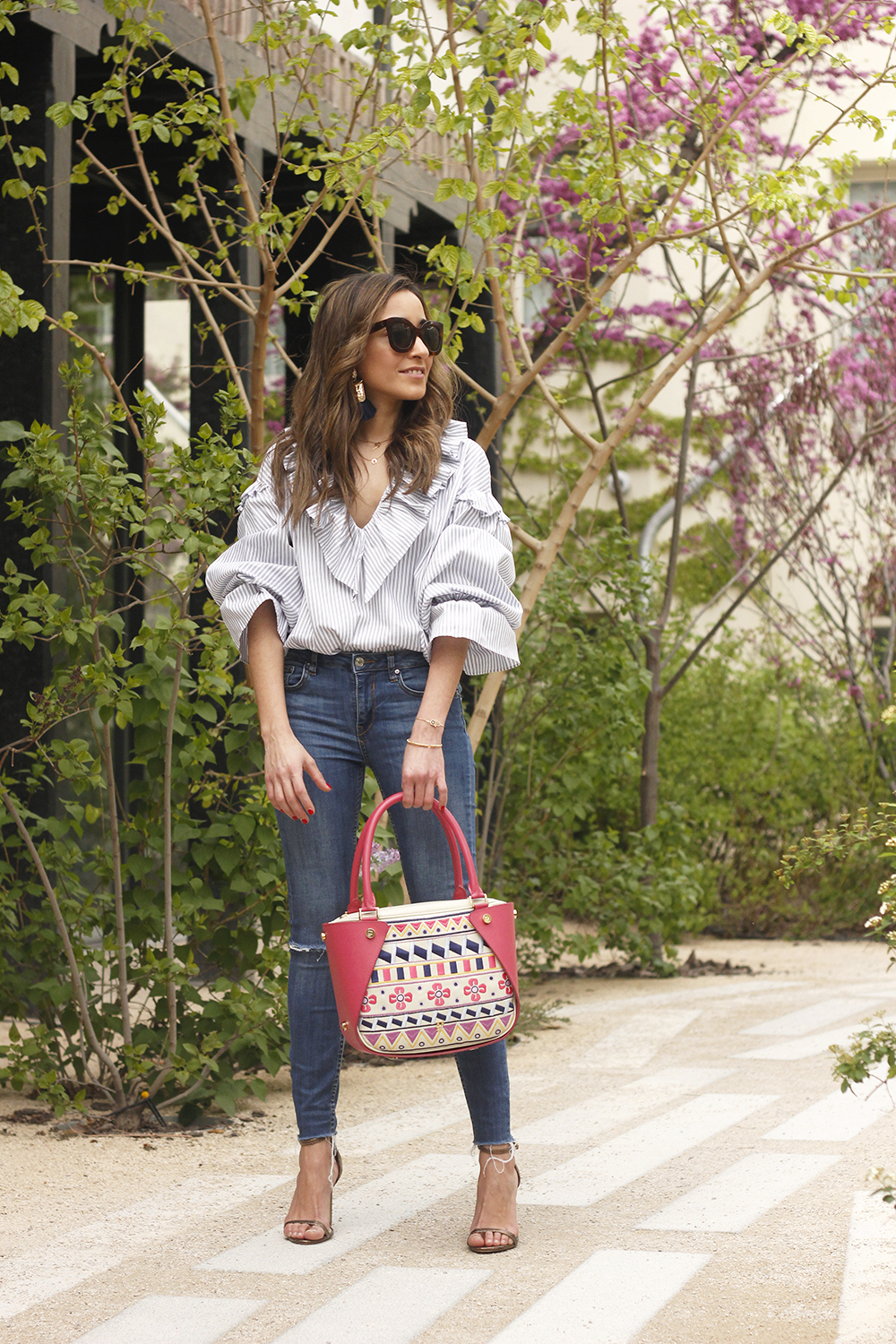 Ruffled striped shirt jeans céline sunnies sandals pamapamar bag accessories spring outfit style fashion13