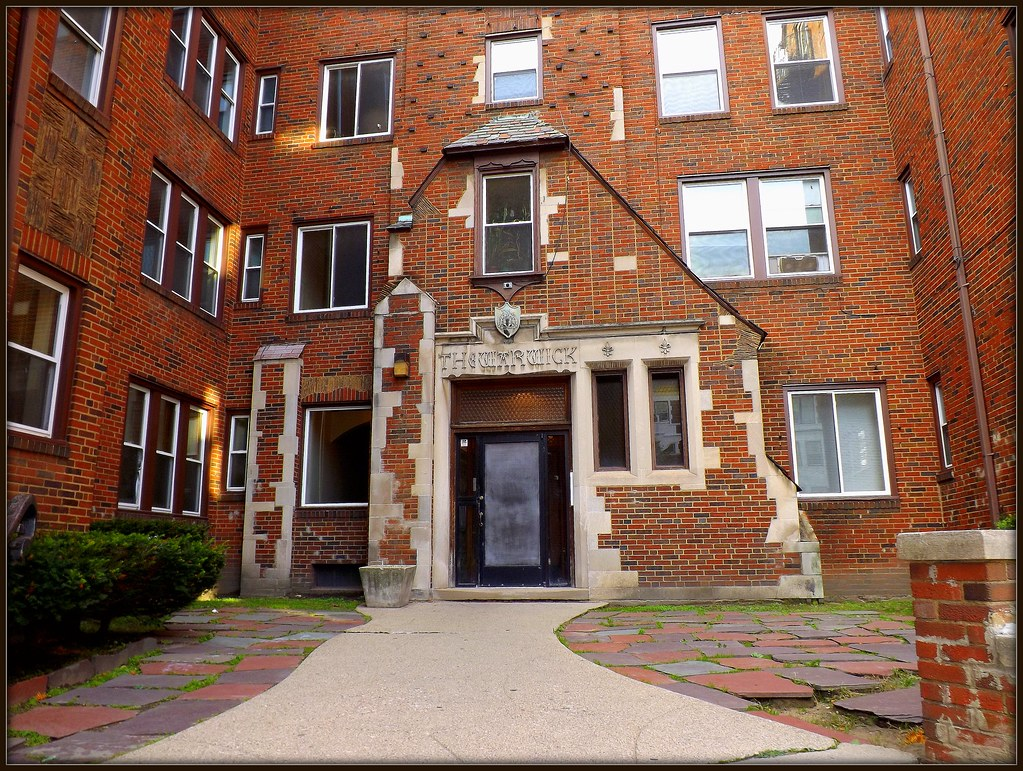 entrance and courtyard the warwick apartments 730 whitmo flickr