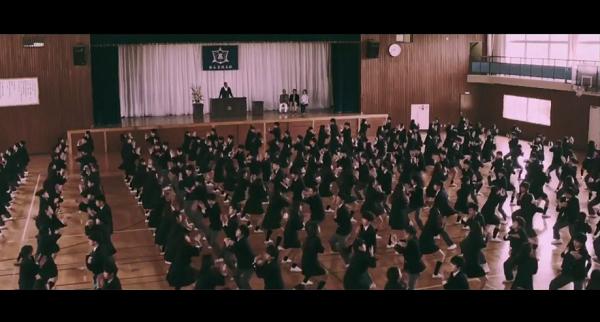 【動画】八木莉可子が300人の生徒と難易度200%UPのガチダンス!ポカリスエット新CM「踊る始業式」篇