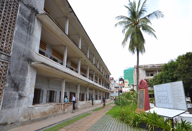 tuol sleng genocide museum building a