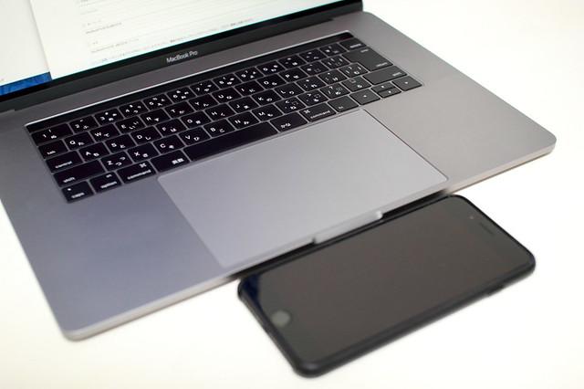 MacBook Pro 15インチ(2016)の感圧タッチトラックパッド