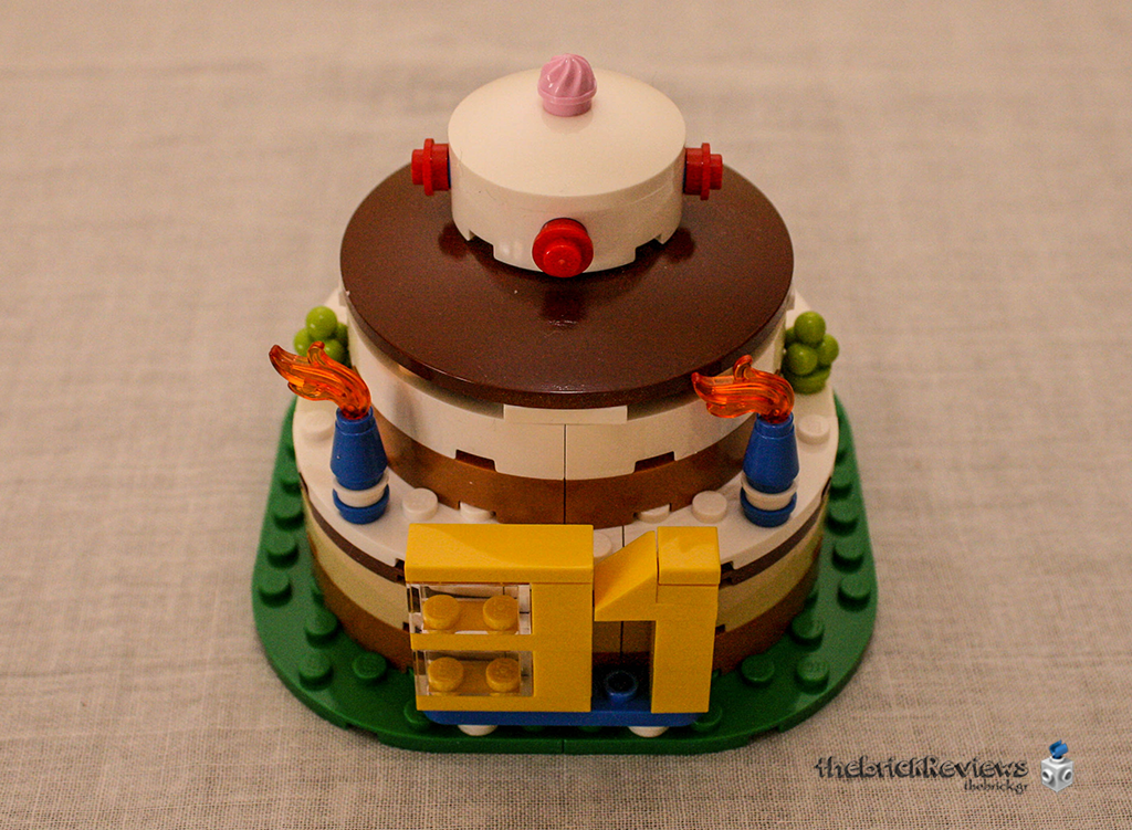 ThebrickReview: LEGO 40153 - Birthday Table Decoration 33707388135_a1acd9d051_o