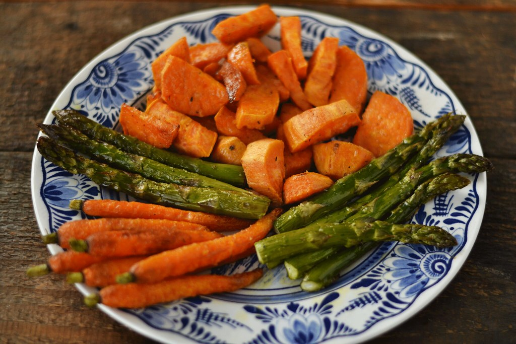 morcovi, cartofi dulci si sparanghel la cuptor