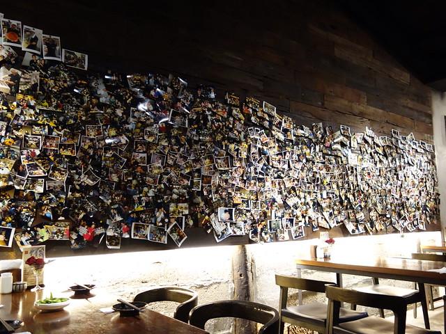 牆上滿滿拍立得@花蓮老時光居酒屋