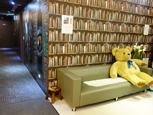 公用區有沙發可暫坐@清翼居童話館,近台北車站的住宿選擇