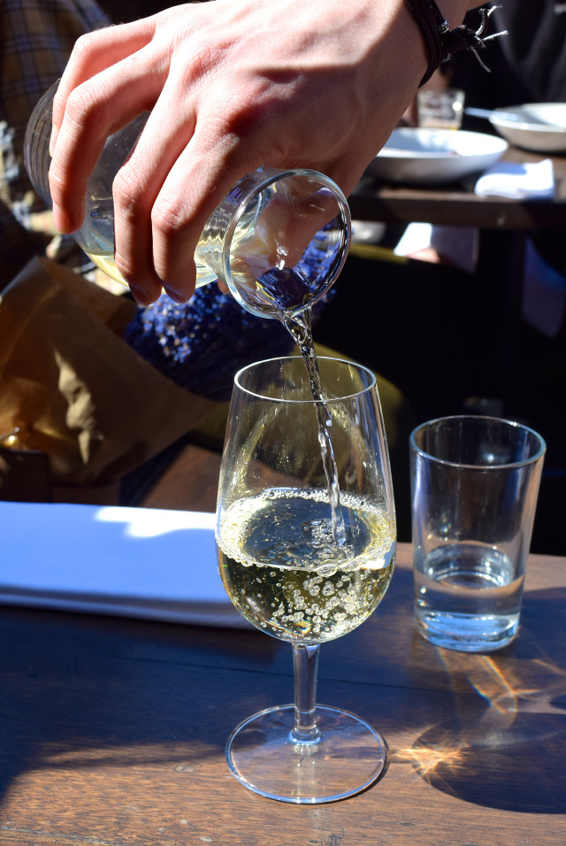 White Wine at Beagle, Hoxton | www.rachelphipps.com @rachelphipps