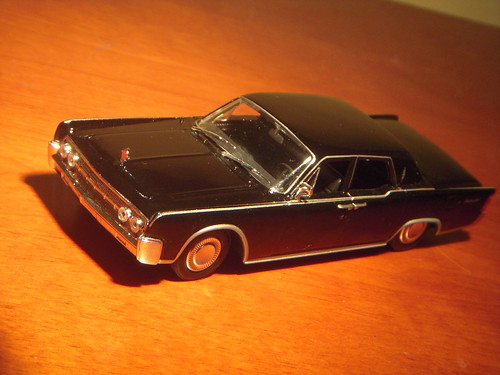 1964 lincoln continental 1 43 diecast by universal hobbies. Black Bedroom Furniture Sets. Home Design Ideas