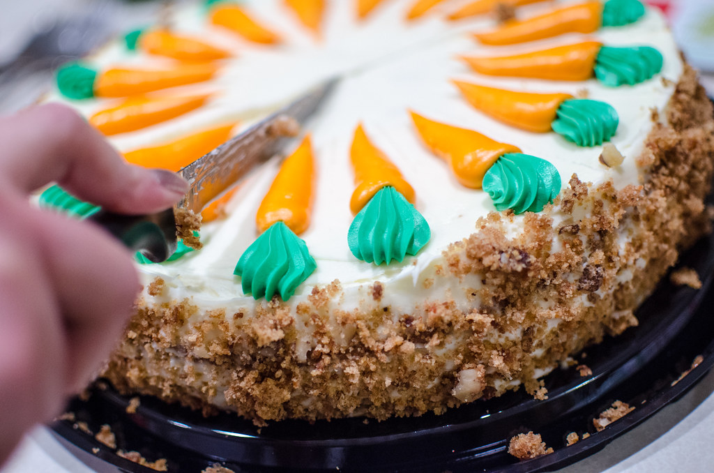 costco carrot cake cutting a costco carrot cake m01229 flickr 3087