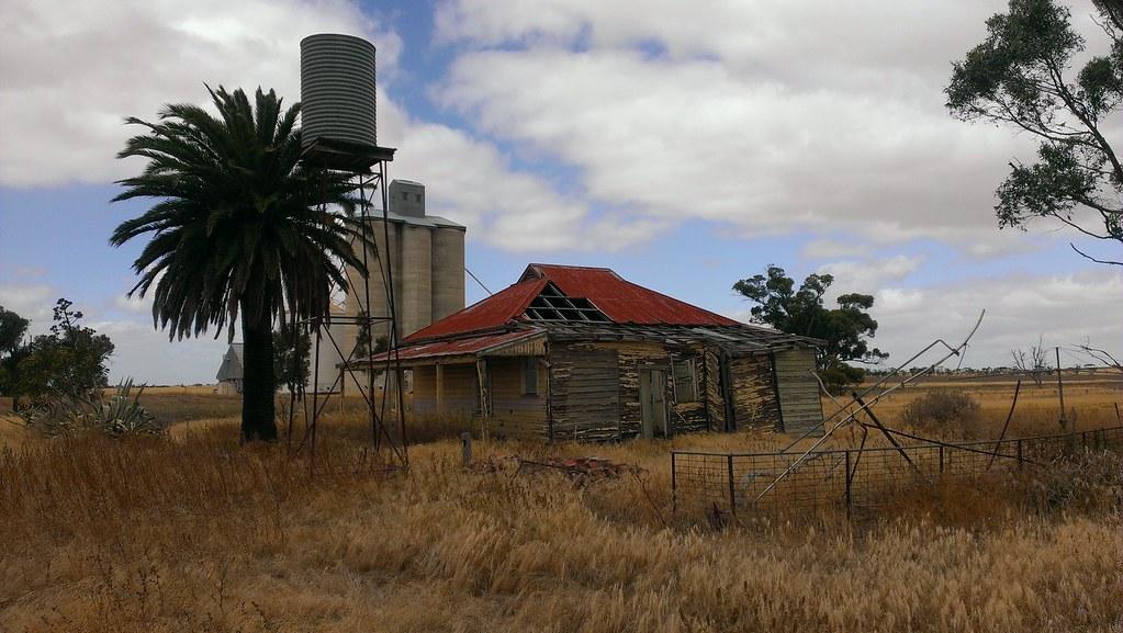 12112368743 6f92870607 b - Get Photos Of Old Australian Farm Houses  Pics