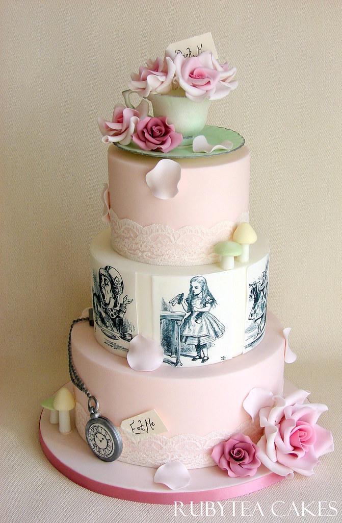 17 Best images about Alice in Wonderland Cakes / Ideas on ...