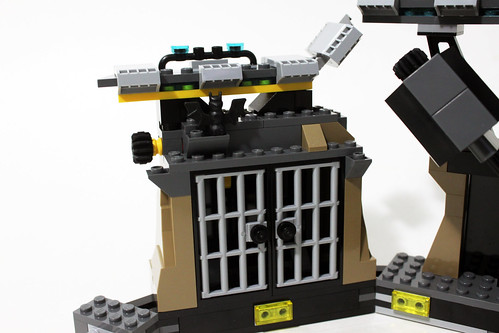 The LEGO Batman Movie Batcave Break-In (70909)