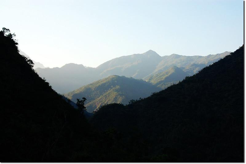 舊達來產道南望鱈葉根山
