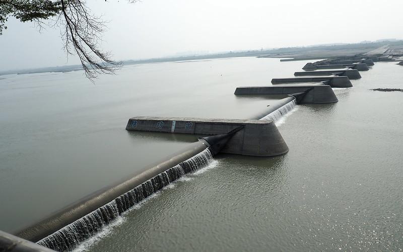 高屏溪攔河堰每日提供七成高雄地區用水。攝影:李育琴。