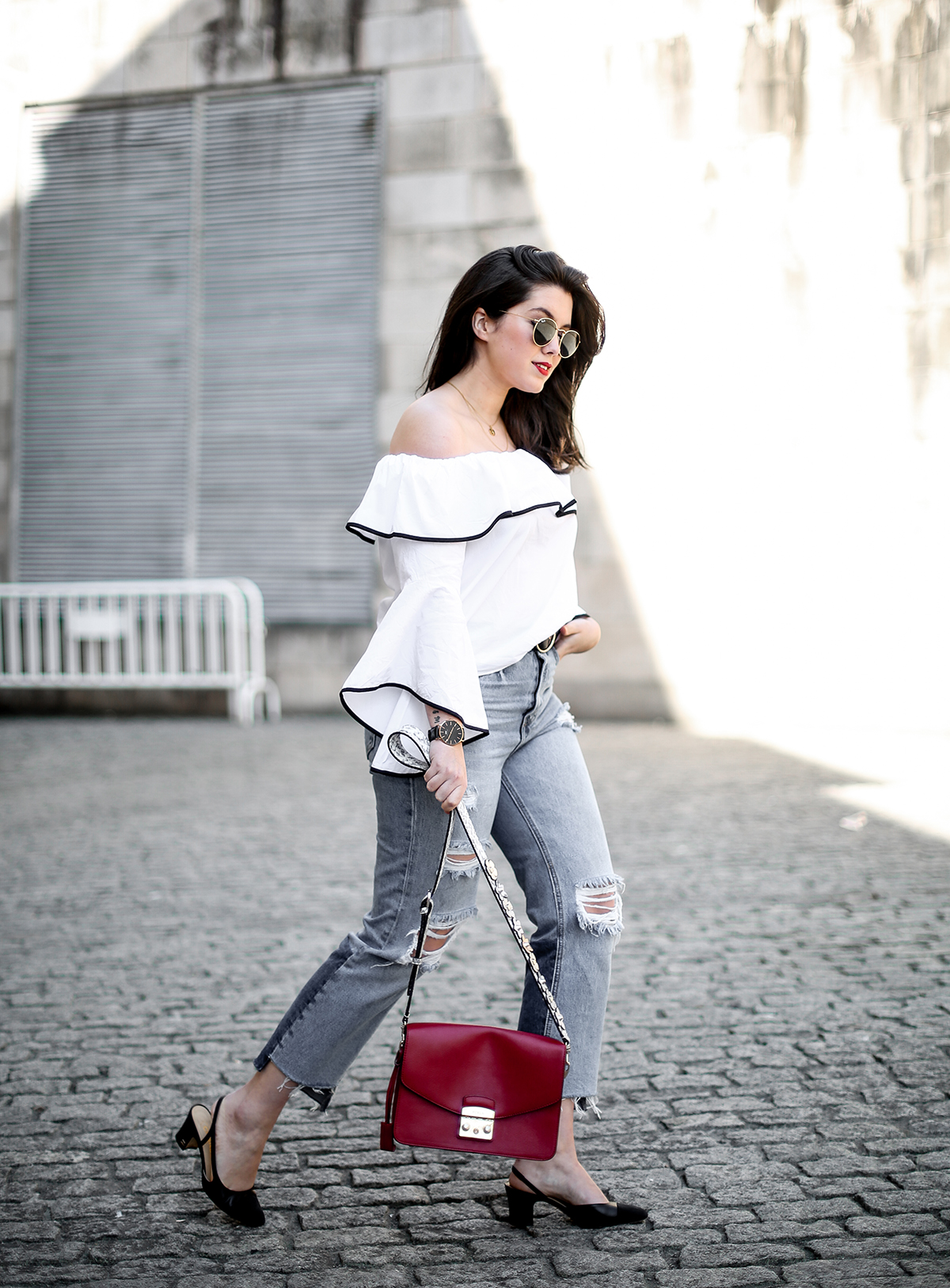 top-hombros-al-aire-volantes-zara-jeans-slingback-chanel-myblueberrynightsblog8