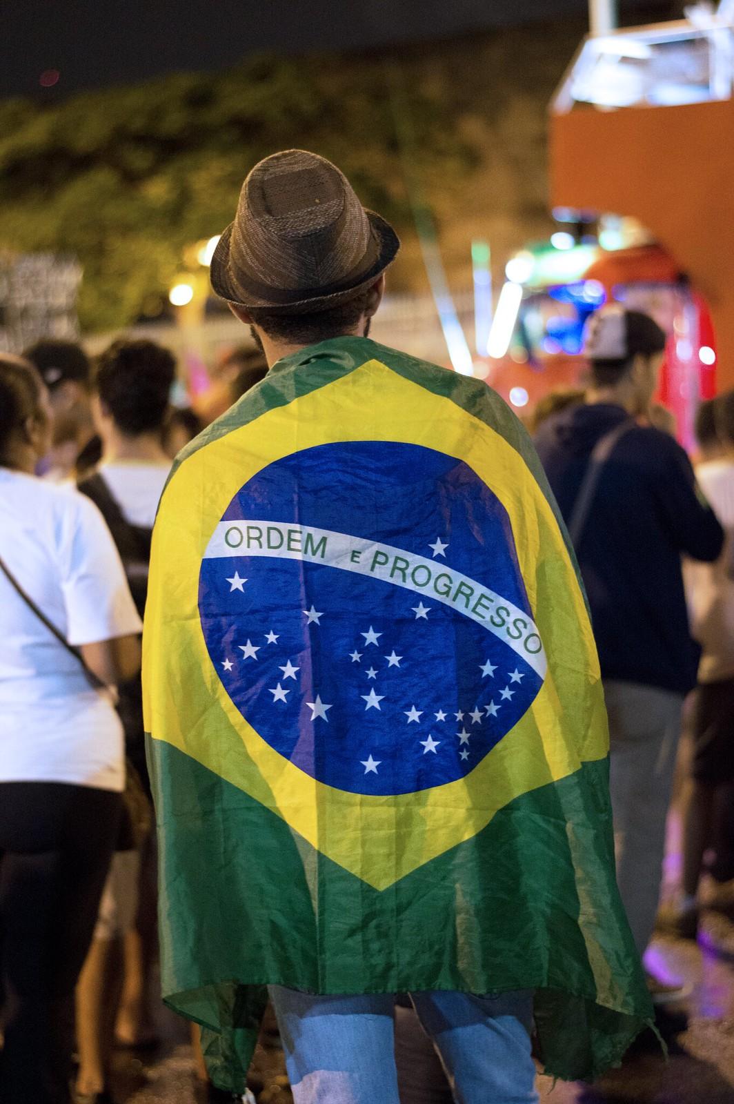 MANIFESTAÇÃO CONTRA AS REFORMAS - GREVE GERAL - 28.04.2017 - BANDEIRA DO BRASIL
