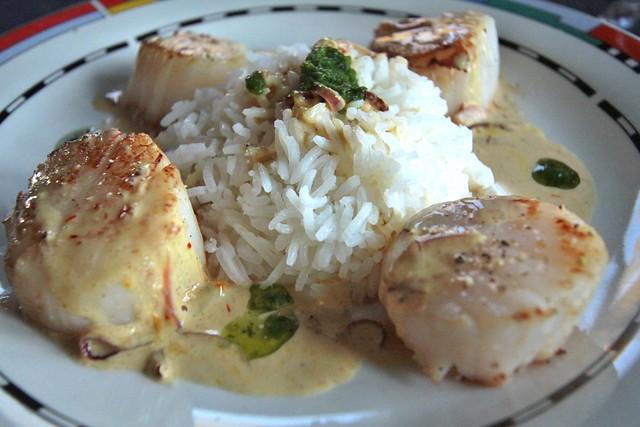 Jacobsschelpen met rijst en saffraansaus...